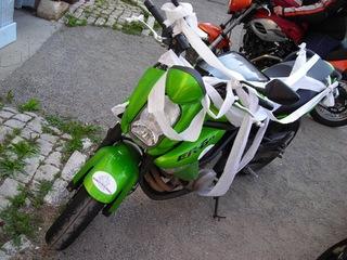 AG2008 025